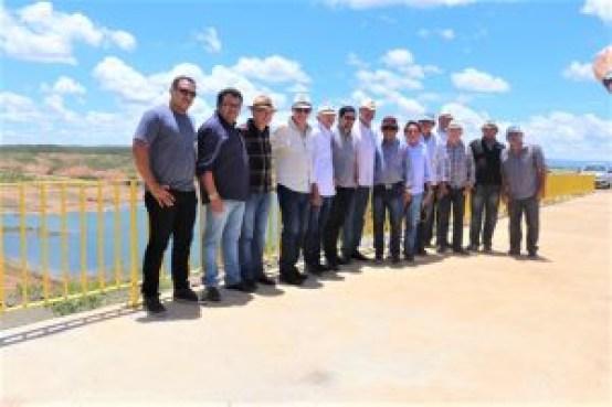Deputados visitaram nesta sexta feira as obras da Transposição no Eixo Norte 300x200 - Deputados constatam que as águas da Transposição pelo Eixo Norte só chegarão à Paraíba em meados de 2020