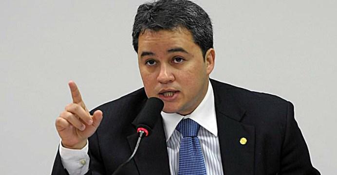 Efraim Filho - 'USURPAÇÃO DE COMPETÊNCIA': Efraim Filho defende que Congresso reverta decisão do STF sobre 'Caixa 2'