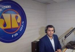 MAIS UMA BAIXA NA REDE TAMBAÚ: Guto Brandão pede demissão durante programa de rádio – VEJA VÍDEO