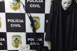 MATERIAL APREENDIDO ALUNO ESCOLA GOIAS 300x200 - Após denúncias de amigos, polícia apreende adolescente de 17 anos que planejava atacar escola
