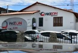 Procon-JP autua estabelecimentos que usam calçadas rebaixadas como espaço privado