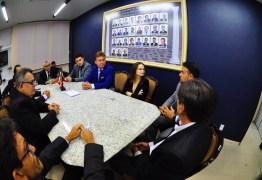 Vereadores são recebidos pelo presidente do TJPB e apresentam comenda do judiciário