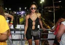 Sem Neymar e Gian, Marquezine e Giovanna dançam com Anitta