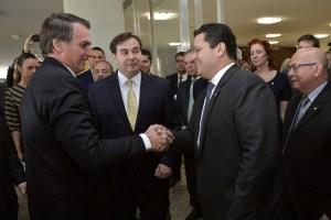 bolsonaro alcolumbre 300x200 - Presidentes dos três Poderes se reúnem para tratar da reforma da Previdência