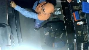 camera seguranca clube de tiro joao pessoa 300x169 - FLAGRA: Câmeras de segurança mostram assaltantes invadindo clube de tiro em JP; VEJA VÍDEO