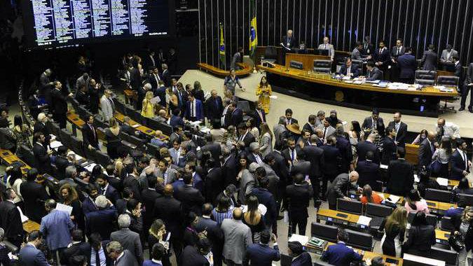 camra jpg - Em votação relâmpago, Câmara aprova PEC que tira poder do Executivo sobre Orçamento