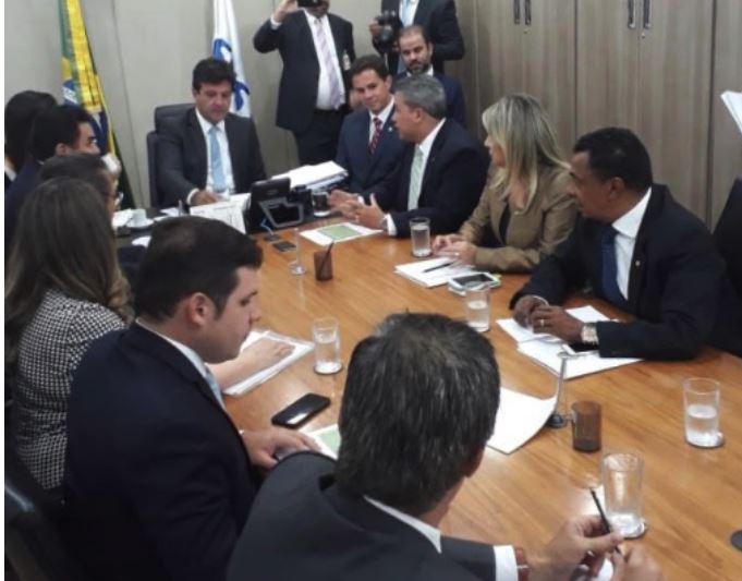 casas - Deputada faz apelo a ministro da Saúde para instalação de UTI e Centro de hemodiálise no Cariri paraibano