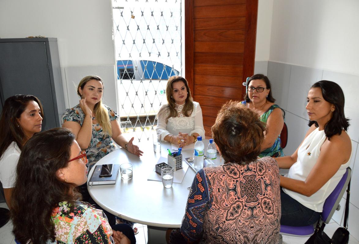 centro 8 de março - Primeira-dama visita Centro 8 de Março e conhece trabalho desenvolvido pela entidade