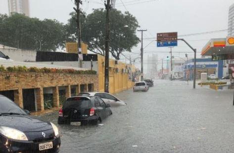 chuva 300x196 - Paraíba recebe alerta de chuvas com perigo potencial em 219 cidades