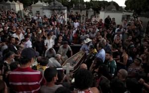 corposamuel2 300x188 - Corpos de vítimas do massacre em escola de Suzano são enterrados