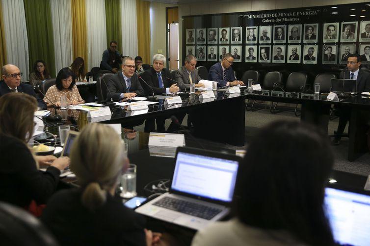 Governo apresenta até junho programa para reforma do setor de gás