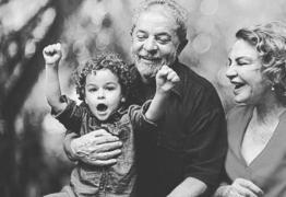 'PELO MENOS UMA NOTÍCIA BOA': Internautas comemoram morte do neto do ex-presidente Lula