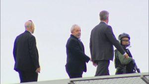 lula neto velório 300x169 - COTIDIANO: Preso há 1 ano, Lula tem rotina com TV, advogados e vídeos de reuniões