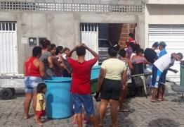 """""""Não vou deixar ninguém morrer de sede"""" – diz desempregado que distribui água após desabastecimento na Paraíba"""