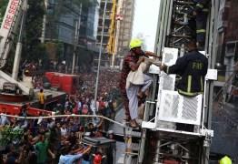 Incêndio atinge edifício comercial de 19 andares em Bangladesh