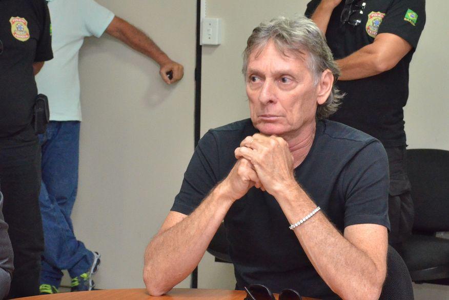Juiz proíbe Roberto Santiago de receber visitas para evitar ingerência política no processo judicial
