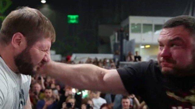 xblog slap.jpg.pagespeed.ic .QxtGIlwZgT - Russos participam de campeonato de tapas na rosto - VEJA VÍDEO