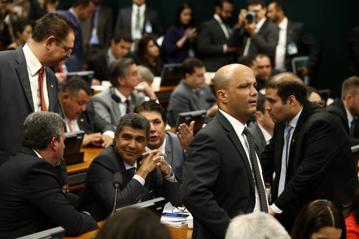 15553631305cb4f53a9f6d8 1555363130 3x2 xl - Governo é derrotado e CCJ votará Orçamento impositivo antes da Previdência