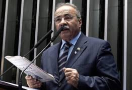 Senador dá emprego de R$ 23 mil para primo dos filhos de Bolsonaro por 'feeling'