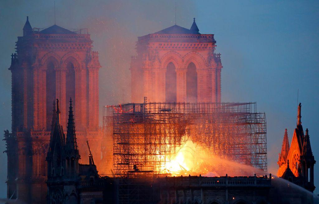 190417 notredame2 1024x655 - Em Notre-Dame, arde a arrogância do Ocidente - Por Pepe Escobar