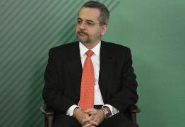 Presença de militares em cargos de chefia causa nova crise no MEC
