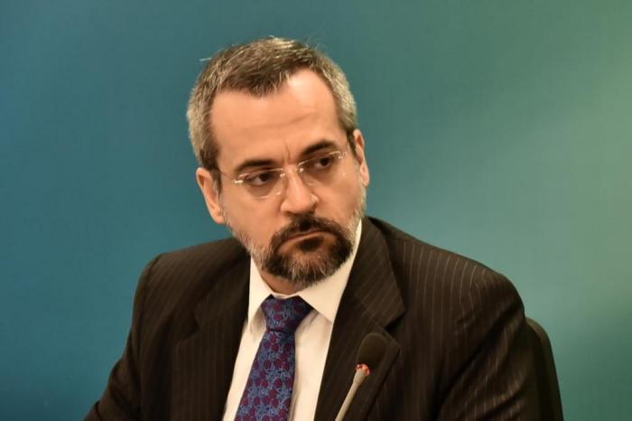 25211341 - Dinheiro do MEC sustenta 'escolinha dos sem terrinha', diz ministro Abraham Weintraub