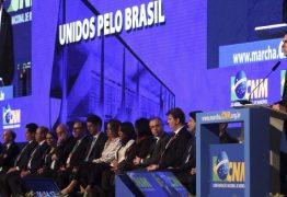 MARCHA DOS PREFEITOS: Músico paraibano se apresenta para Bolsonaro em abertura de evento