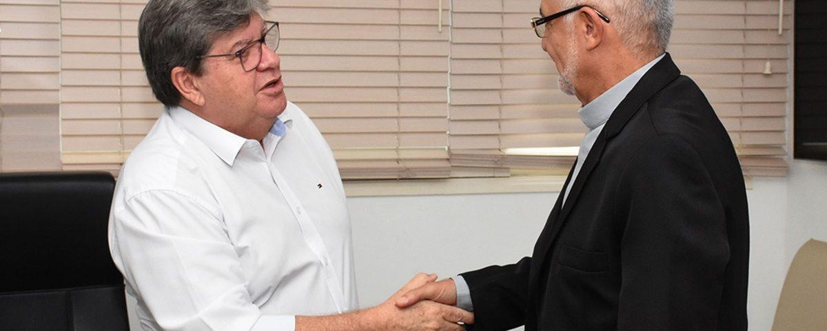 João Delson2 1200x480 1 - João Azevêdo recebe visita do arcebispo e discute parcerias com Arquidiocese da Paraíba