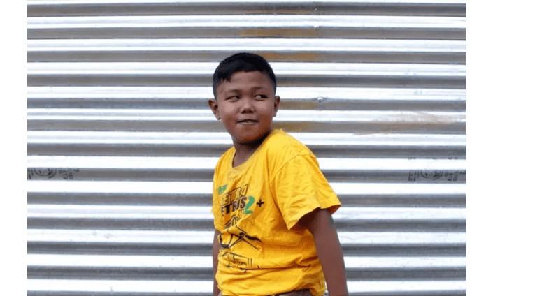 Sem título 1 - Lembra do bebê da Indonésia que fumava 40 cigarros por dia? Veja como ele está atualmente - ASSISTA