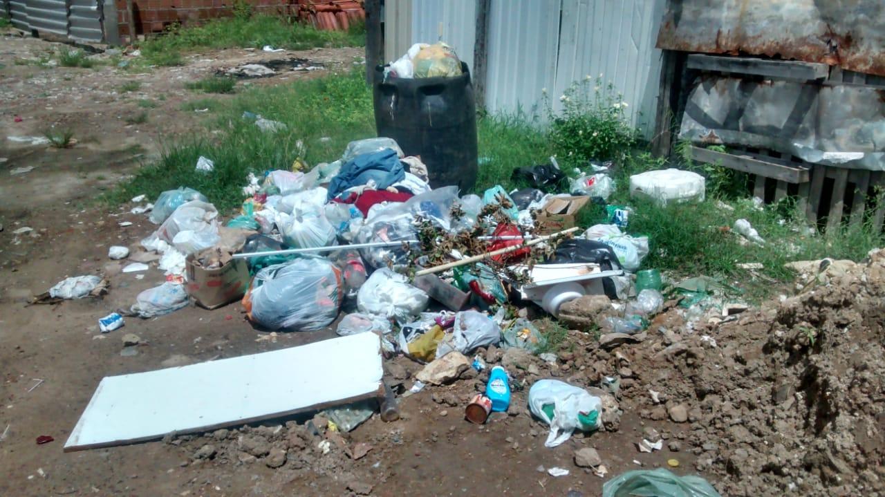 WhatsApp Image 2019 04 04 at 10.12.38 - UMA SEMANA SEM O CARRO PASSAR: Moradores da Vila Nassau denunciam falta de coleta de lixo