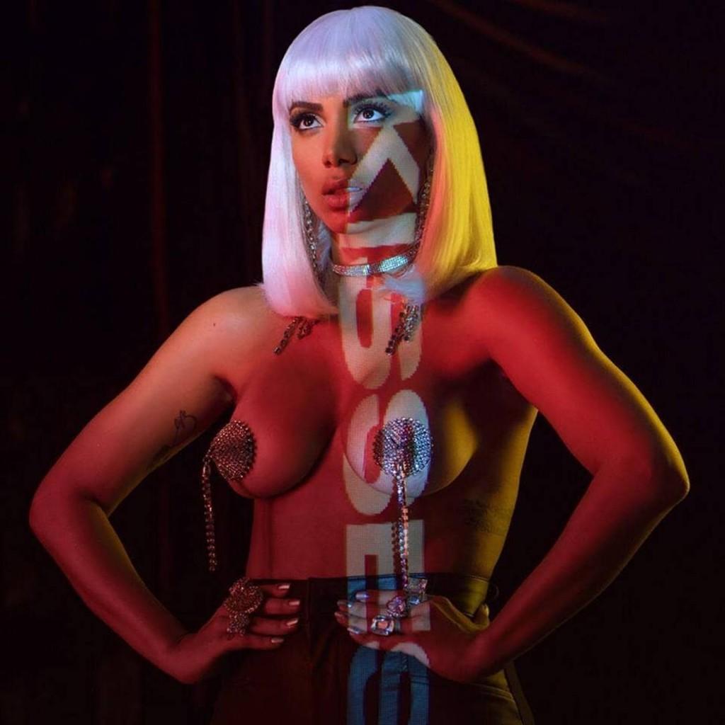 Anitta confirma Caetano e Ludmilla entre os 11 convidados das 10 músicas do álbum 'Kisses'