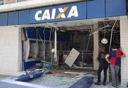 IMAGENS FORTES: bandidos explodem caixa eletrônico e câmeras gravam toda a ação: VEJA VÍDEO