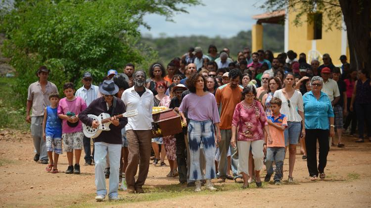 BACURAU: 1ª exibição pública no Brasil é marcada por protestos dos diretores