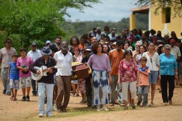 cena do filme bacurau de kleber mendonca filho e juliano dornelles 1555588408441 v2 750x421 - BACURAU: 1ª exibição pública no Brasil é marcada por protestos dos diretores