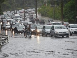 chuva 1 300x225 - Inmet emite alerta de chuvas intensas para todos os 223 municípios da Paraíba