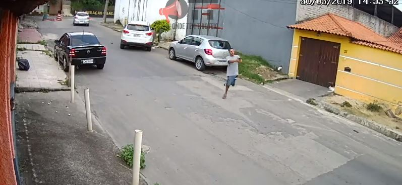 com uma perna só - Bandido com apenas uma perna participa de assalto a carro: VEJA VÍDEO