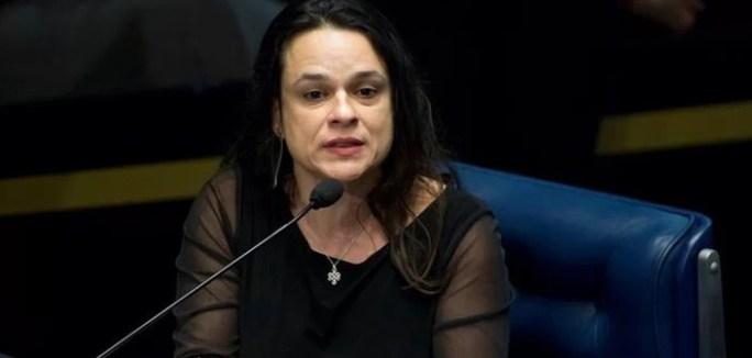 deputada 300x143 - Após denúncia, Janaína Paschoal pede demissão de ministro do Turismo