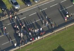 Funcionários de gráfica do Enem fazem protesto em rodovia de SP