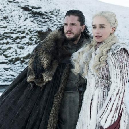 game of thrones jon snow and daenerys 1549483034062 v2 450x450 - Cena deletada de 'Game of Thrones' confirma teoria sobre Jon Snow com dragões - VEJA VÍDEO