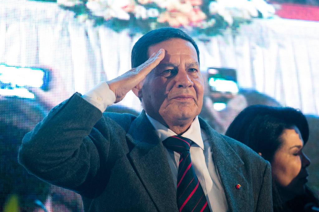 general hamilton mourão ccontinência - General Mourão comemora golpe militar de 1964 em postagem no Twitter