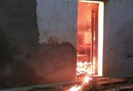 FOGO: Incêndio atinge prédio em Ingá e destrói arquivo morto da Prefeitura