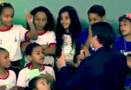 Menina se recusa a cumprimentar Bolsonaro em evento de Páscoa de escola pública – VEJA VÍDEO