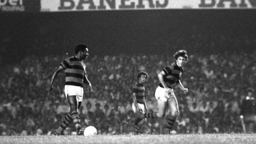 naom 5ca86f5813ce5 300x169 - Há 40 anos, Pelé vestiu a 10 do Fla e negou pênalti no Maracanã