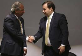 Sem Bolsonaro, Maia e Guedes tomam as rédeas da reforma da Previdência