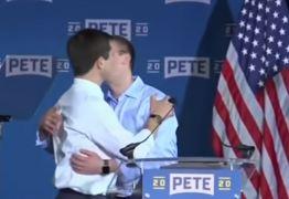 Prefeito beija marido em seu lançamento de campanha para a presidência dos EUA – VEJA VÍDEO