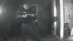 policial invade casa de sarah beck em chandler no arizona eua 1553877403168 v2 900x506 300x169 - Mãe se nega a levar filho com febre ao hospital, e polícia intervém nos EUA