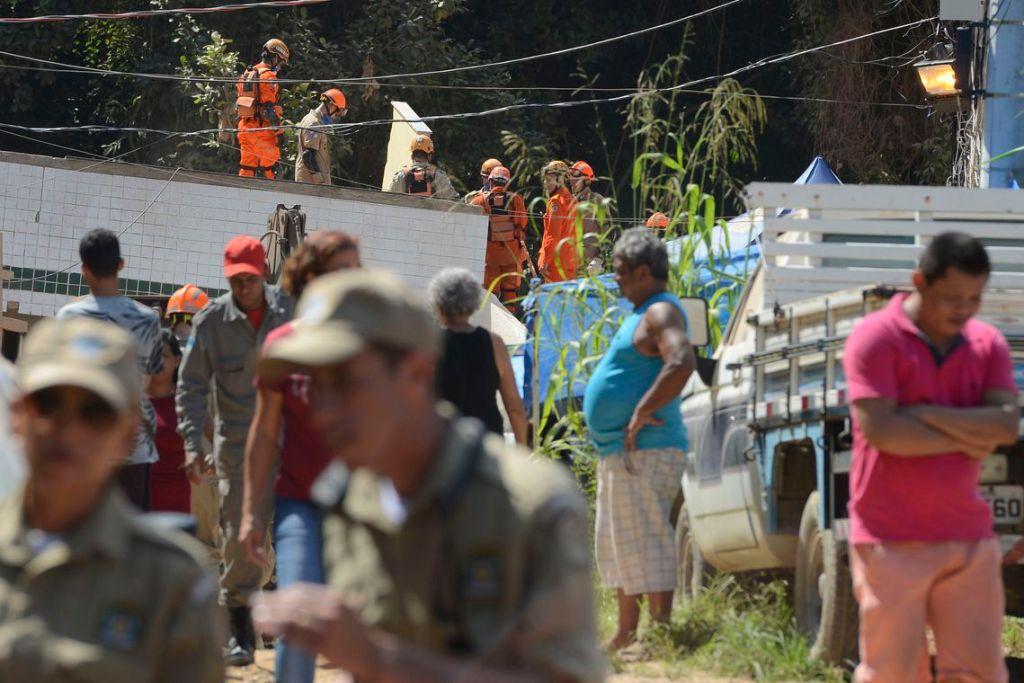tnrgo abr 20190413 1425 1024x683 - Número de mortos no desabamento de prédios no Rio chega a 15