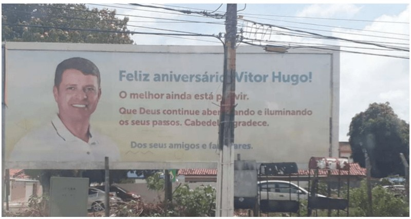 vitoroutdoors - PROPAGANDA ANTECIPADA: Vítor Hugo é multado em R$ 10 mil por causa de outdoors
