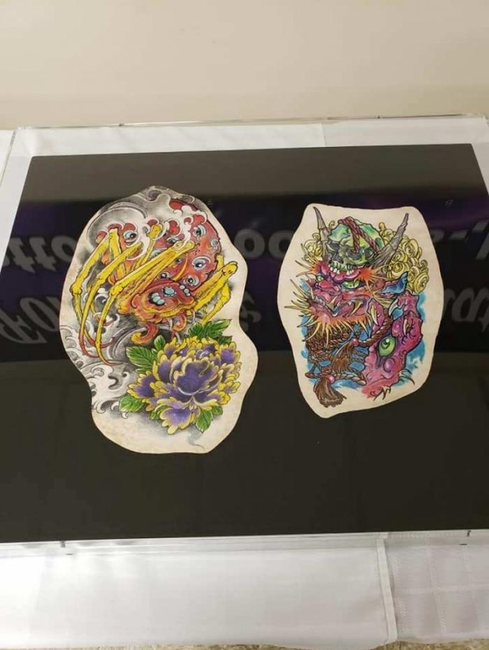 1 03 11099859 1 - MEMÓRIA BIZARRA: funerária emoldura pele tatuada de pessoas mortas