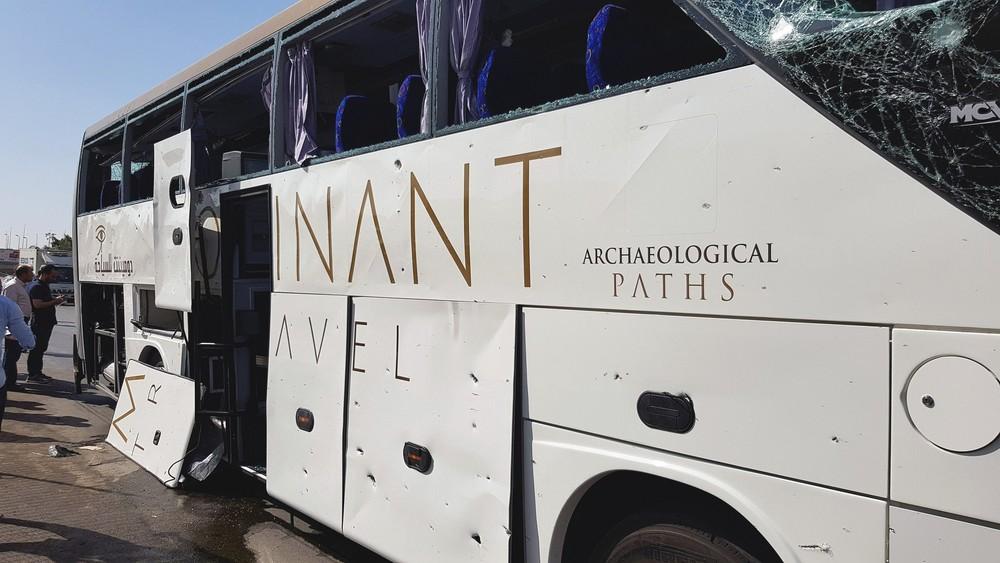 2019 05 19t134310z 362401691 rc1c454703c0 rtrmadp 3 egypt security - FORTE EXPLOSÃO: Ônibus de turismo é atingido perto das pirâmides de Gizé e deixa feridos